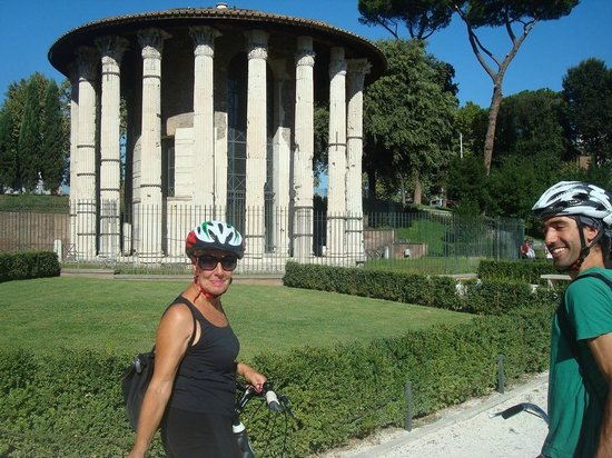 The Red Bicycle Touring Organisation - Day Tours : Bettina bike riding through Rome