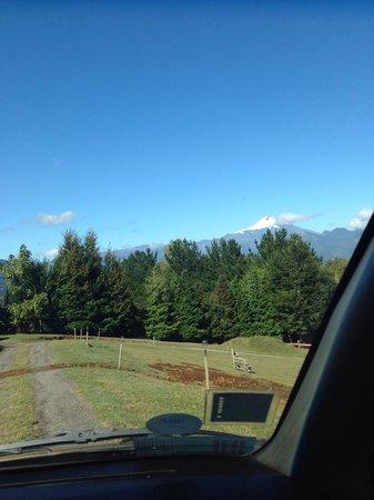 Mirador los Volcanes Lodge & Boutique: Esta es la vista que se tiene bajando por las Cabañas. Ni siquiera hay que usar zoom para captur