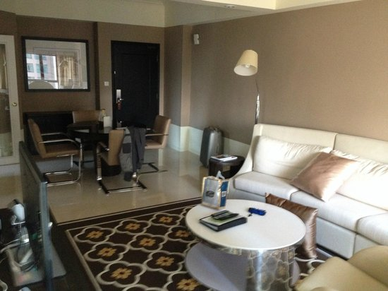 Great World Serviced Apartments Living And Dining Room