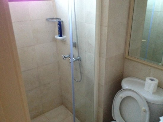 Great World Serviced Apartments Shower
