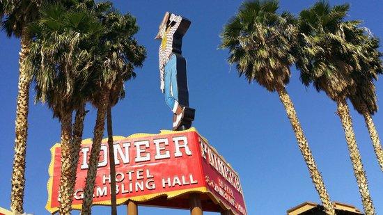 Pioneer Hotel & Gambling Hall : Retro sign