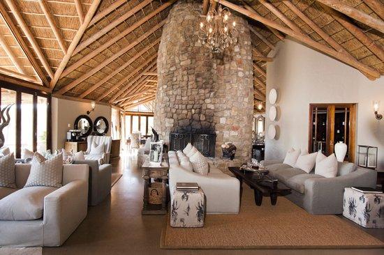 Kwandwe Great Fish River Lodge: Great Fish River Lodge main lodge lounge interior