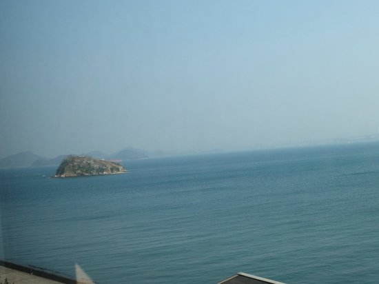Okura Hotel Marugame : 部屋の窓から撮りました