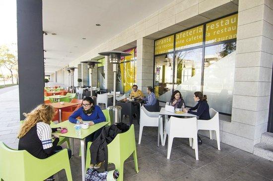 Villa Alojamiento Y Congresos: Terraza - cafetería