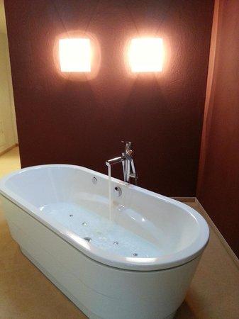 Waldhotel Doldenhorn: Whirlpool im Zimmer
