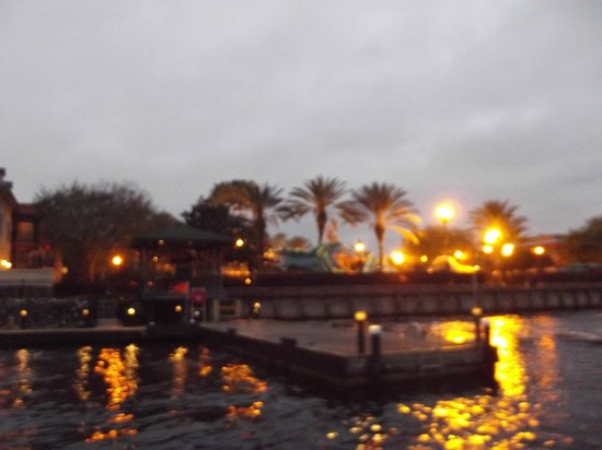 Disney's Port Orleans Resort - French Quarter : Boat launch at night