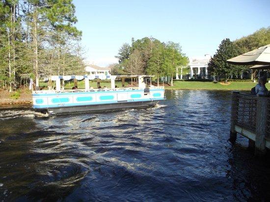 Disney's Port Orleans Resort - French Quarter : Boat from Port Orleans Riverside