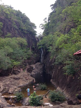 Klong Plu Waterfall: Водопад