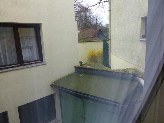 Hotel Heldt: Zimmeraussicht aus Zimmer 1 auf Innenhof