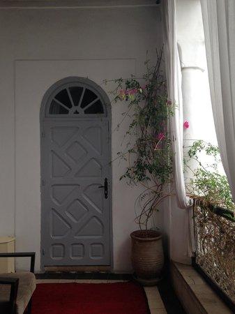Riad Tizwa: Room entrance