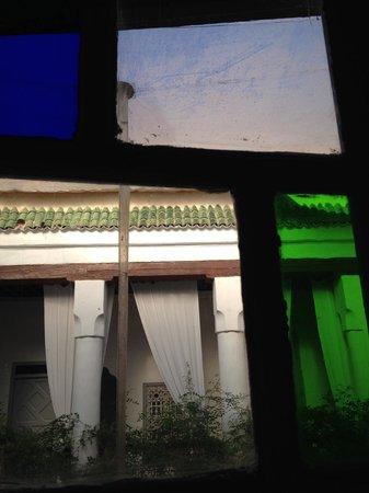Riad Tizwa : Satined glass