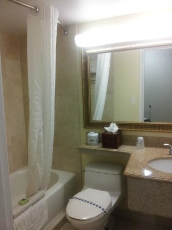 Best Western Plus Oceanside Inn: bagno