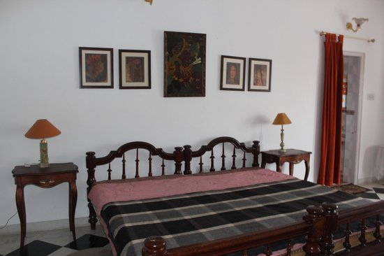 Pahuna Haveli: The largest of our 3 rooms -
