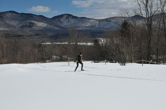 The Mountain Top Inn & Resort: Skiing on one of the wider trails overlooking the valley.