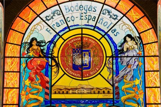 Bodegas Franco Españolas: La vidriera, representa nuestro espíritu, fusión entre España y Francia