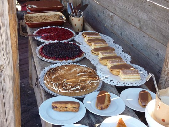 La Paika : The puddings/desserts laid out
