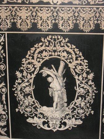 Museo Opificio delle Pietre Dure: Opera in scagliola (polvere i gesso molto utilizzata in ediliza( ideata a Carpi Emilia R.)