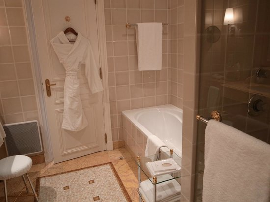 Hotel De Paris: バスルーム