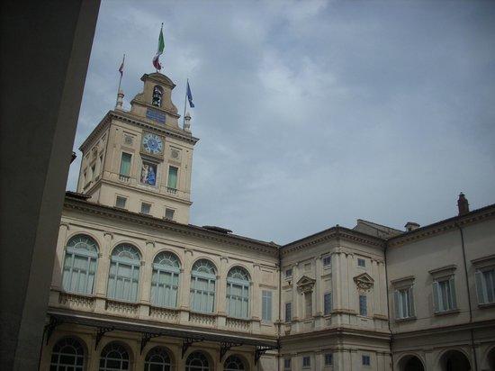 Quirinale Palace (Palazzo del Quirinale) : il torrino dal cortile interno.