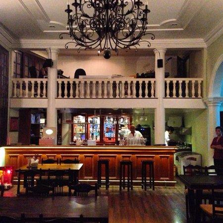 May Restaurant: Questa è l'entrata del ristorante. Molto bello