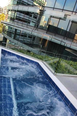 The Darling : Pool Area - Jacuzi