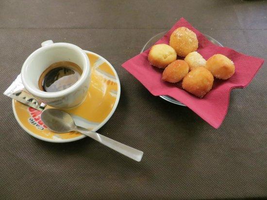 Regina-Margherita Lounge and Restaurant: Caffè con dolcini