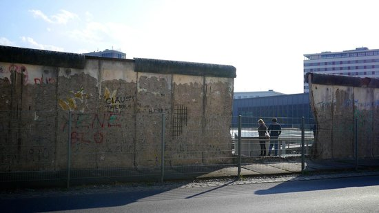 Brewer's Berlin Tours: Berlin Wall