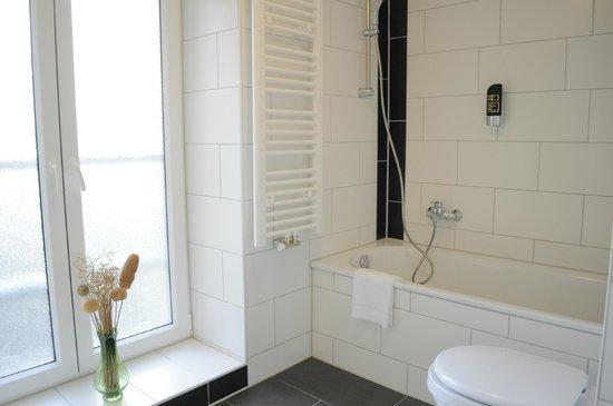 Hotel Budapester Hof: Bathroom