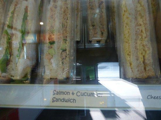 Wilderness Backpackers: Sandwich-Auswahl im Café nebenan