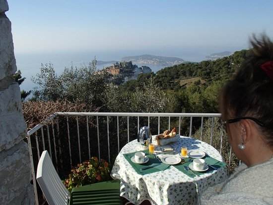 Domaine Pins Paul : La terrasse du petit-déjeuner
