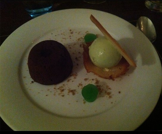 Preston House Restaurant and GuestHouse: Chocolate Fondant with Basil Ice Cream and Mint Jelly