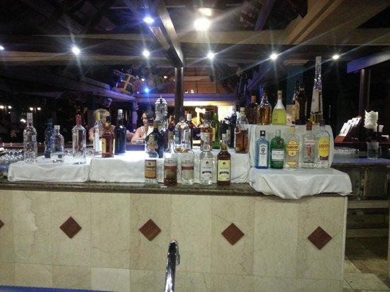 Iberostar Bavaro Suites: Bar de noche