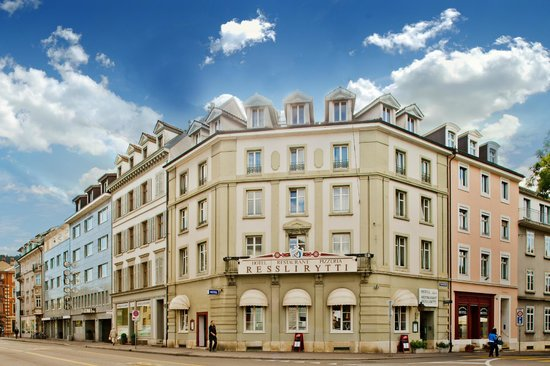 Hotel Restaurant Resslirytti: Aussenansicht Hotel