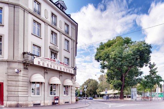 Hotel Restaurant Resslirytti : Hotel Aussenansicht