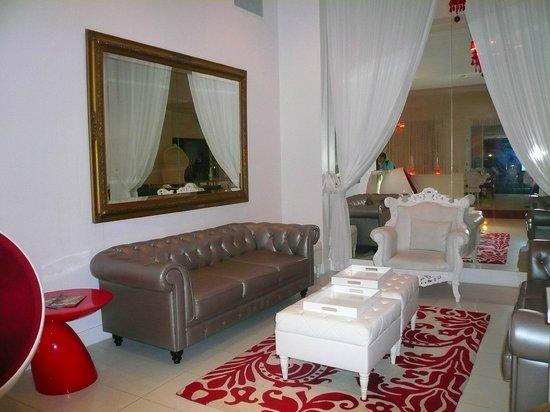 Red South Beach Hotel: Lobby