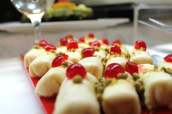 International dishes picture of al diwan international for Canape orientale