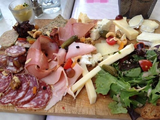 Otentic Fresh Food Restaurant: The meat & cheese charcuterie at Otentic