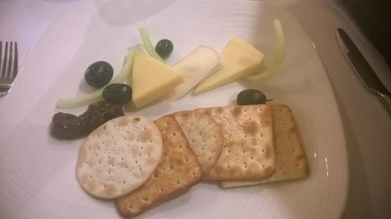Ardencote: Cheese and biscuits. Yummy!