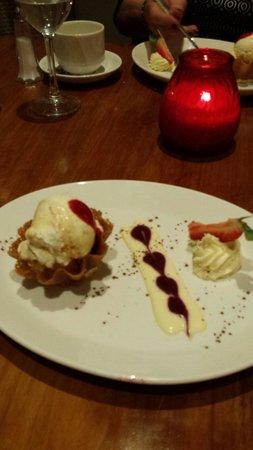 City Hotel: Lovely ice cream dessert