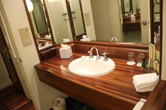 Shangri-La Hotel, The Marina, Cairns: Bathroom