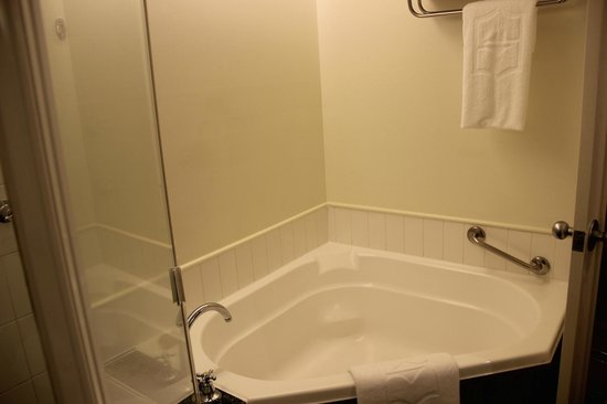 Shangri-La Hotel, The Marina, Cairns : Bathroom
