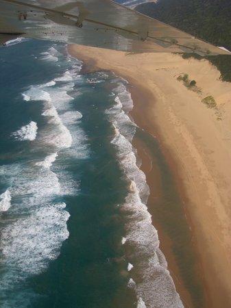 Thonga Beach Lodge: Strand aus der Luft