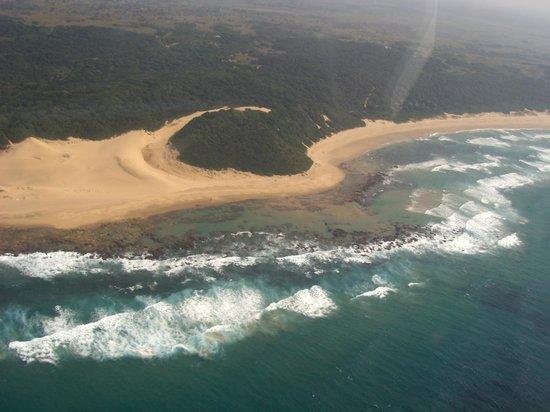 Thonga Beach Lodge: Der Strand mit den Dünen