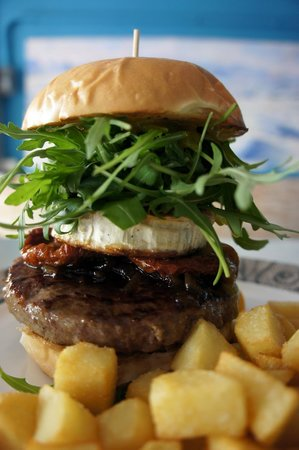 La Macarena Taller de Cocina: La BIGMacarena-200g de ternera Angus, cebolla carameliz., rulo de cabra a la plancha, tomate sec
