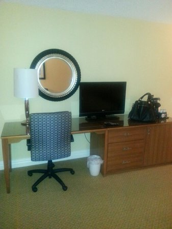 Crowne Plaza Hampton Marina : Desk area