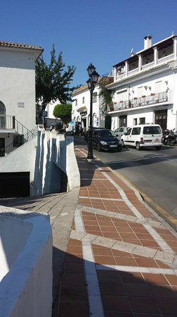 TRH Mijas: Supermarket - Walk from Hotel