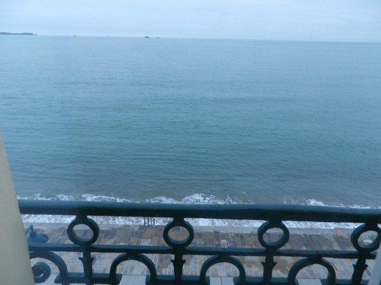 Kyriad Saint Malo Centre - Plage: La mer si proche de nous...