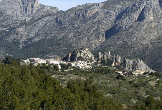 Cases Noves: Guadalest in the hills