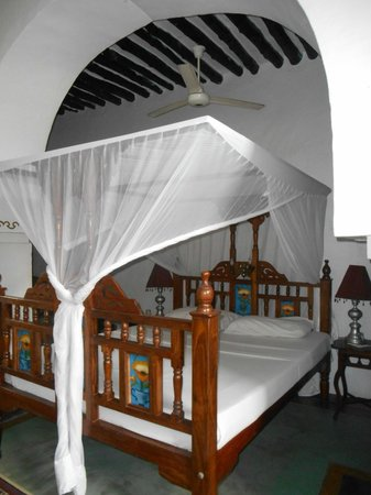 Zanzibar Coffee House: Clean rooms, comfortable beds with mosquito netting - Capaccino