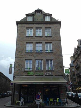 ibis Styles Saint-Malo Centre Historique : La façade de l'hôtel